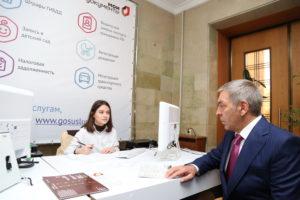 #Мобильный офис МФЦ разместился в фойе Дома Правительства Республики Дагестан1