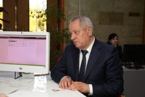 #Мобильный офис МФЦ разместился в фойе Дома Правительства Республики Дагестан4