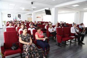 #В Республиканском МФЦ прошла встреча с представителями Управления Росреестра и Кадастровой палаты по РД8
