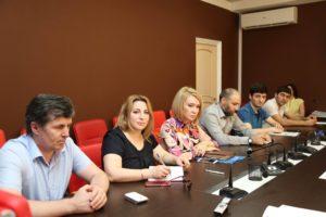 #В Республиканском МФЦ прошла встреча с представителями Управления Росреестра и Кадастровой палаты по РД4
