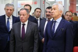 #Владимир Васильев и Александр Браверман посетили Республиканский МФЦ1