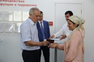 #Первые российские паспорта выдали в МФЦ г. Махачкалы5