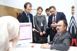 #Глава Пенсионного Фонда РФ Антон Дроздов посетил МФЦ Дагестана6