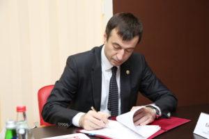 #Между Минимуществом РД, Минэкономики Дагестана и Республиканским МФЦ заключено тройственное соглашение о взаимодействии1