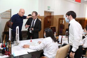 #Директор МФЦ Саратовской области изучил опыт внедрения принципов «бережливого производства»в дагестанских центрах госуслуг.2