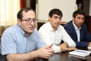 #Директор Республиканского МФЦ Осман Хасбулатов встретился с министром природных ресурсов и экологии РД Набиюлой Карачаевым2