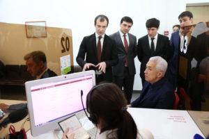 #Глава республики Дагестан Владимир Васильев обратился за услугой в МФЦ4