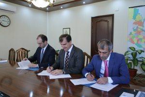 #Трёхстороннее соглашение заключили МФЦ, Минэкономразвития РД и Банк России4